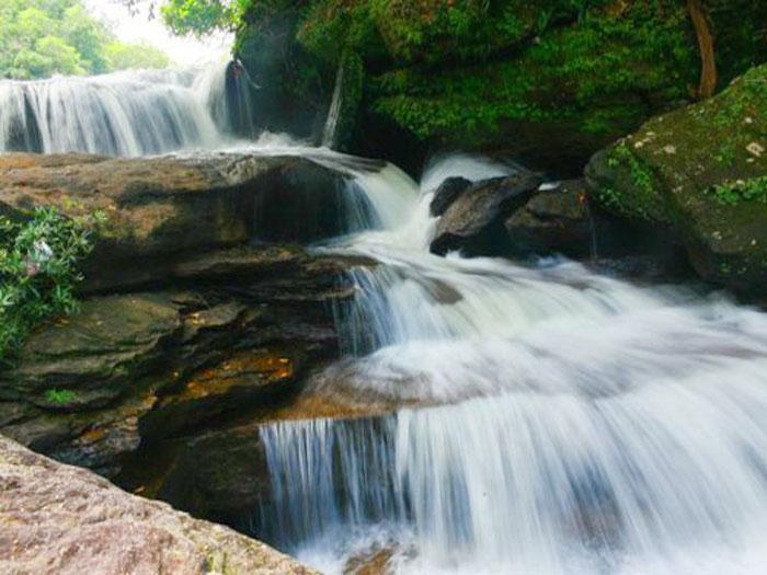 Khung cảnh hiền hòa nơi suối Đá Bàn